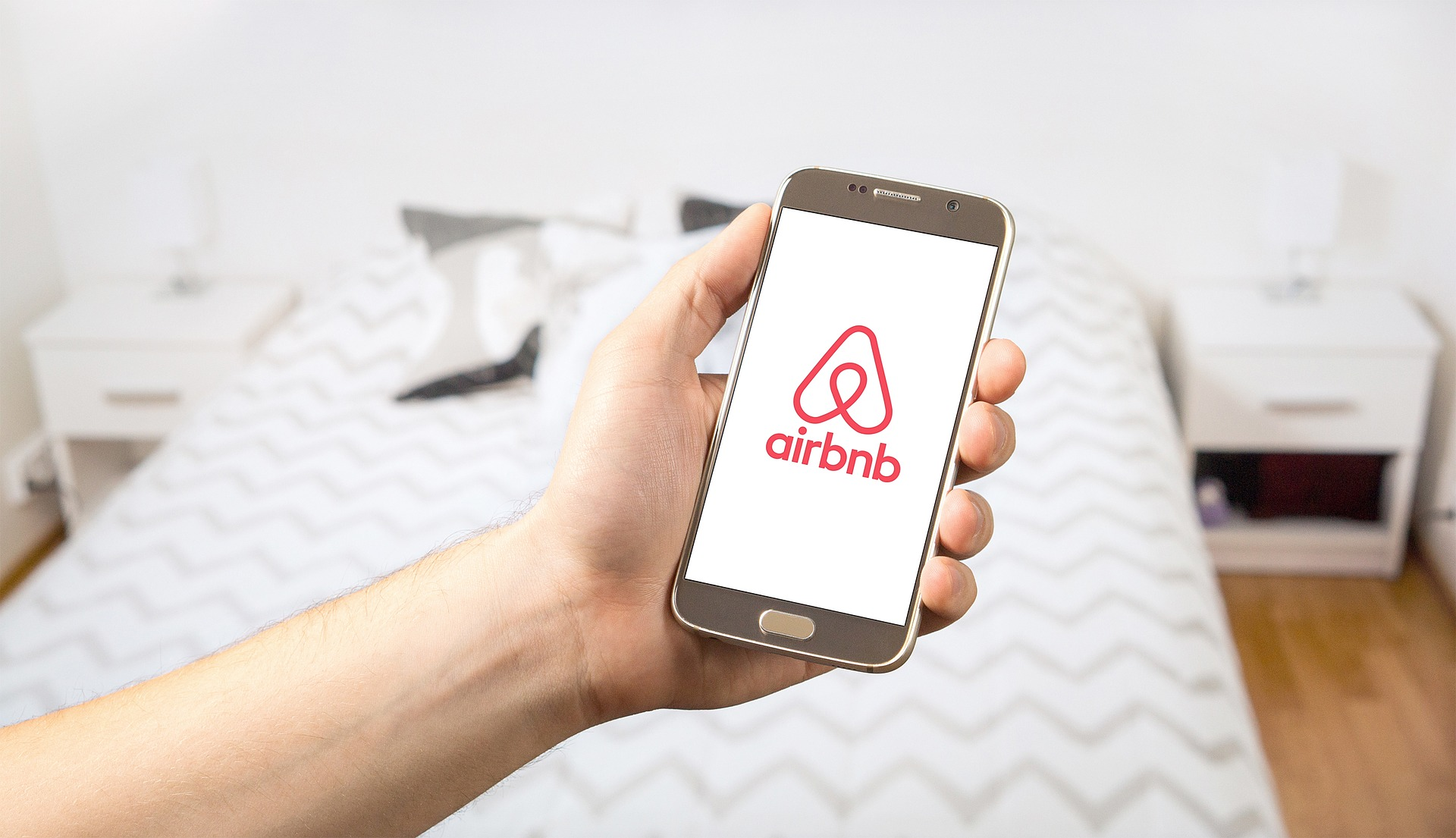 6 THINGS TO CONSIDER WHEN BUYING PROPERTY TO RENT ON AIRBNB